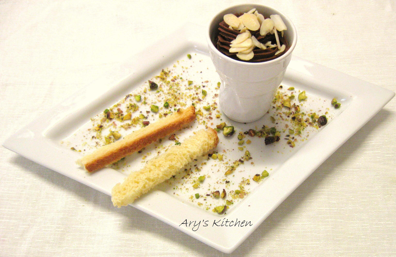 l mio piatto di cucina wellness: Mousse di cioccolato all'acqua con pane artigianale tostato ,mandorle e pistacchi
