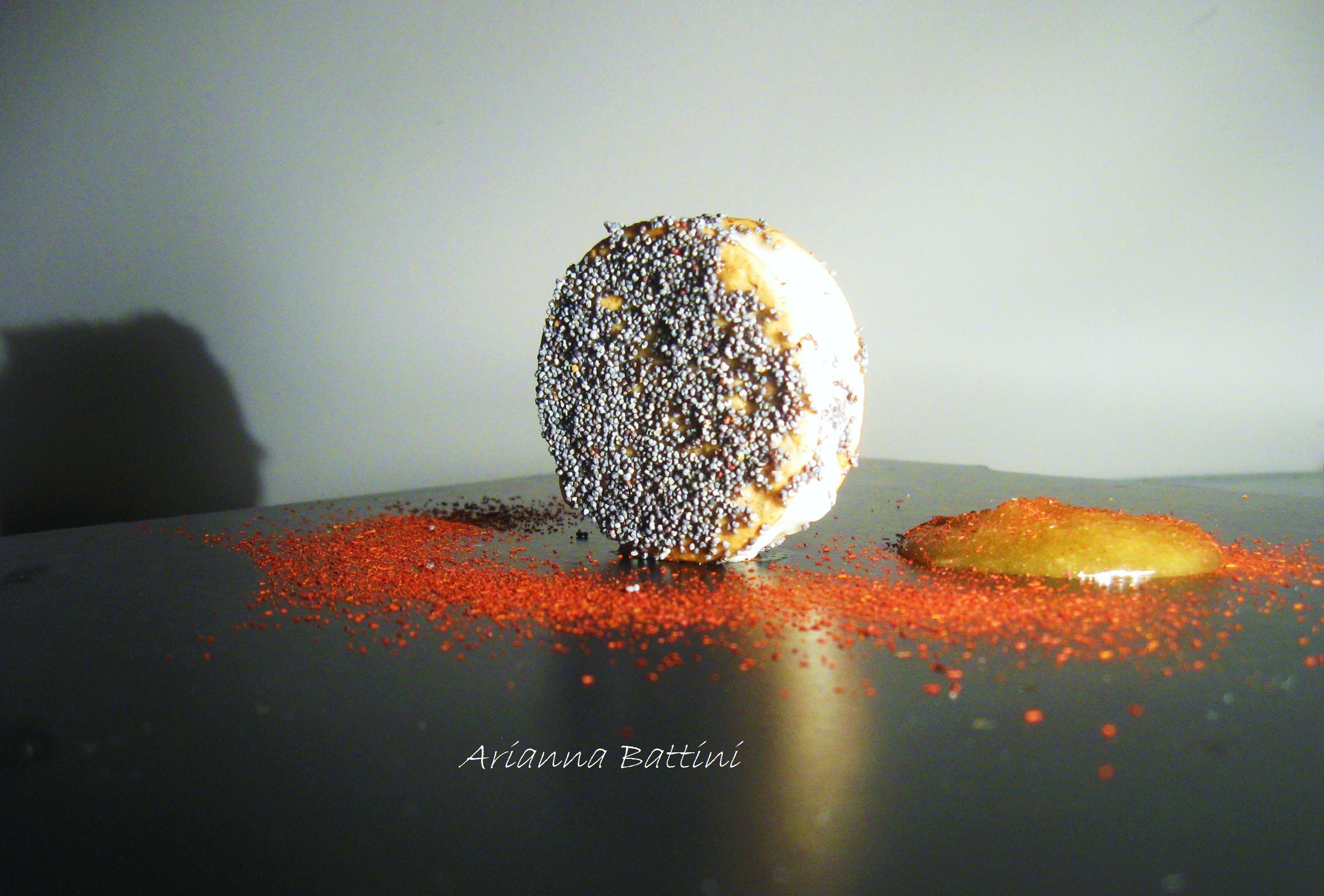 Dischetti di Farro ai semi di papavero con Gorgonzola, miele di acacia e zafferano.