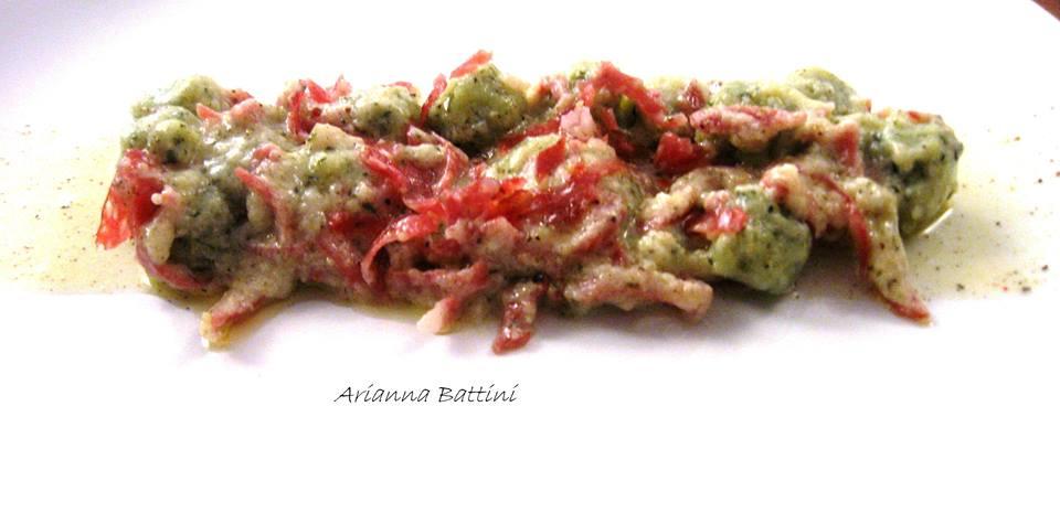 Topini alle Bietole con fonduta di Pecorino nero Senese e Salame Toscano