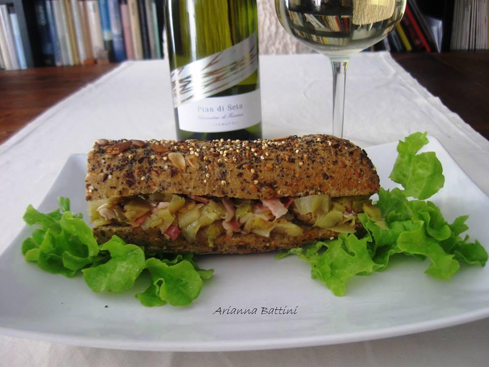 Un panino che fa bene....(pane ai semi misti farcito di porri e rigatino)