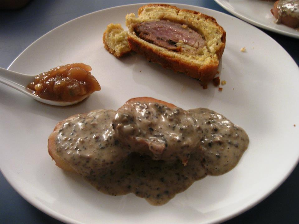 Filetto di maiale in crosta con mostarda del Chianti e patata rossa con salsa tartufata