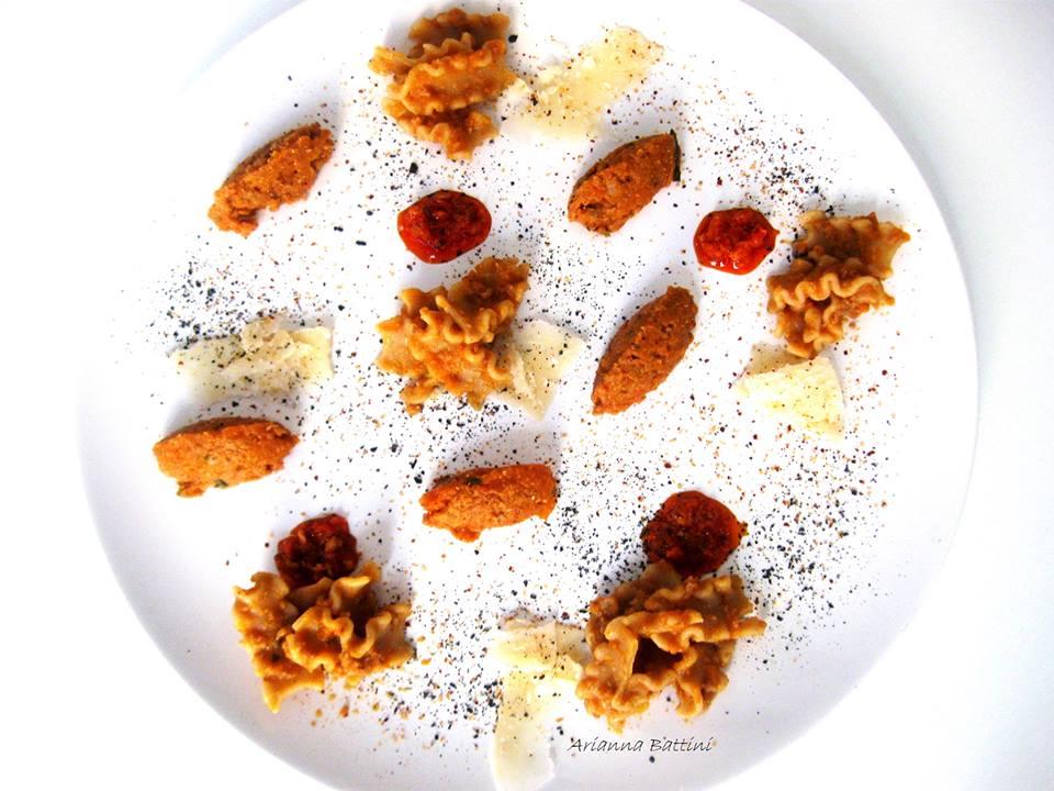 Mafalde integrali con ragù di Chianina e carote , crema di peperoncino , scaglie di Parmigiano e sale nero di Cipro
