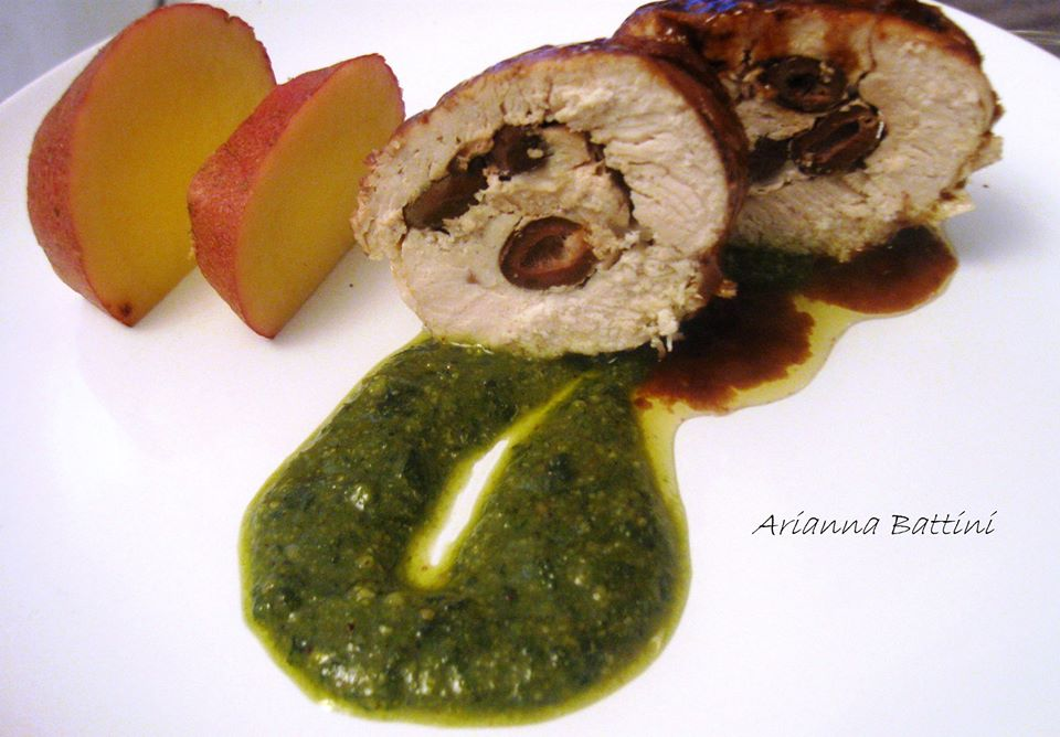 Rollè di tacchino al Dolceacqua DOC farcito con olive taggiasche su pesto di fagiolini verdi e patate rosse al vapore.