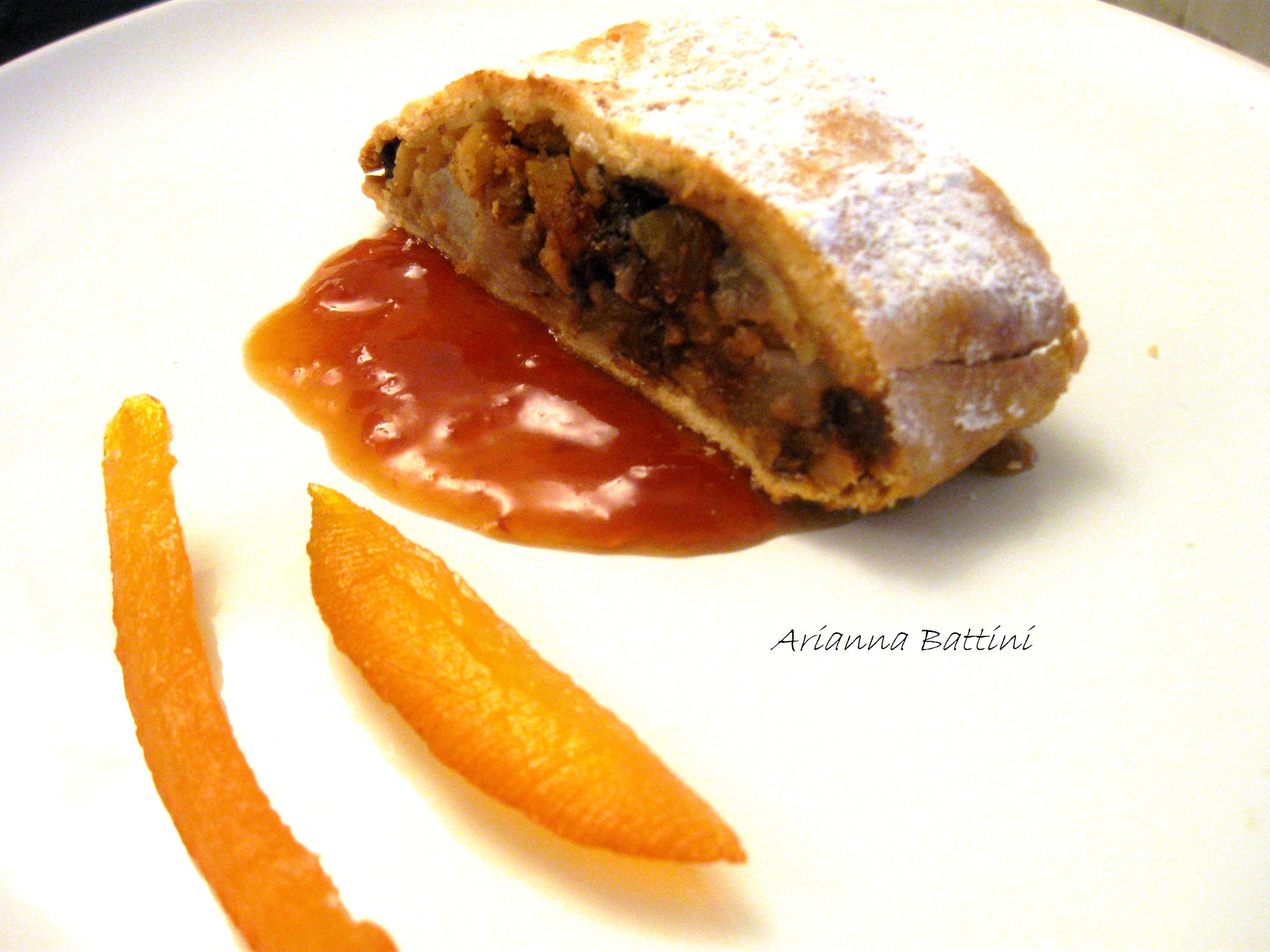Strudel di frutta secca, marron glacèe, uva sultanina,scorze di arancia candite, pere, scaglie di cioccolato su marmellata di pere e noci homemade