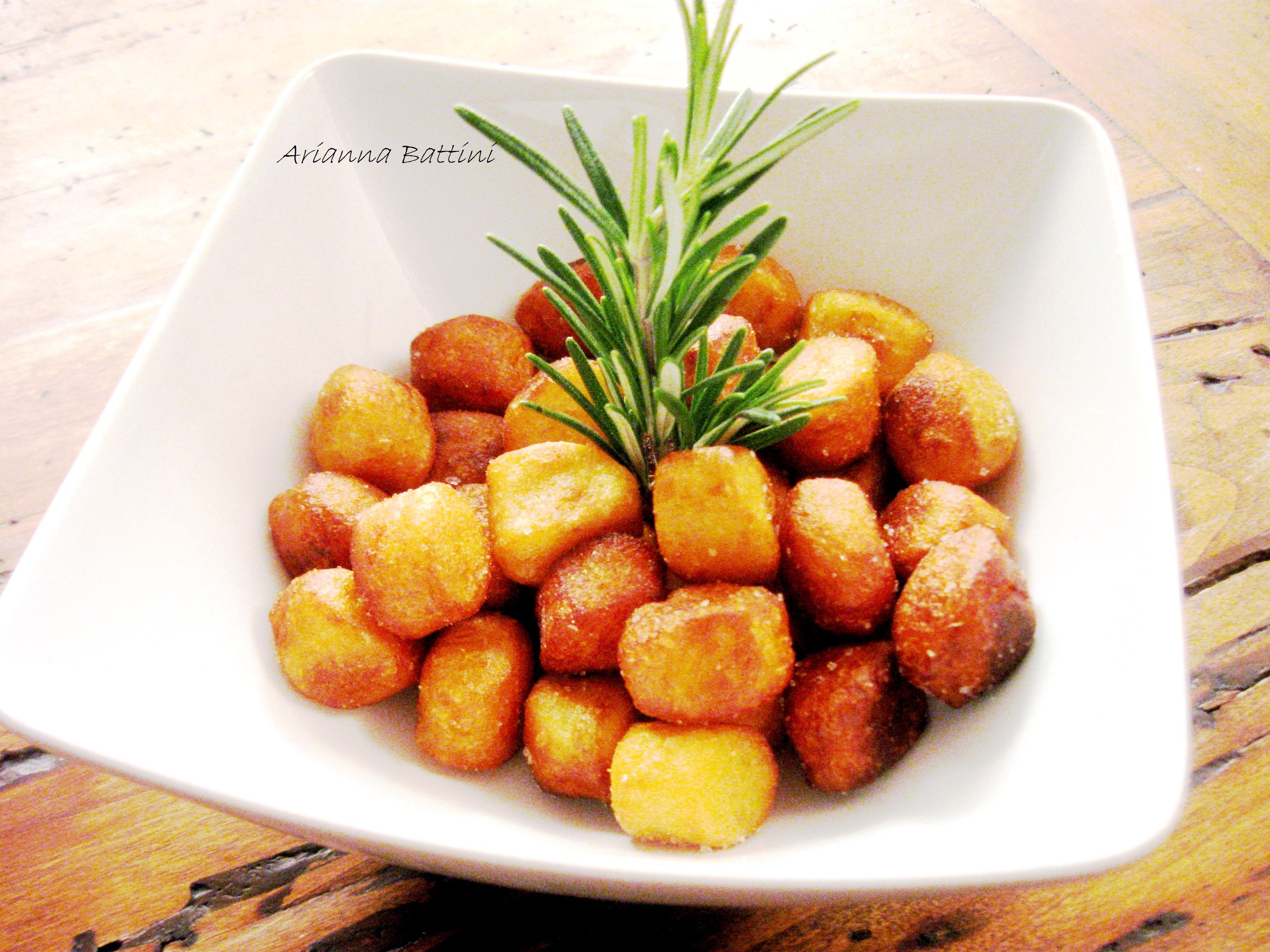 Gnocchi di patate di Montese fritti in Olio Evo calabrese al rosmarino.