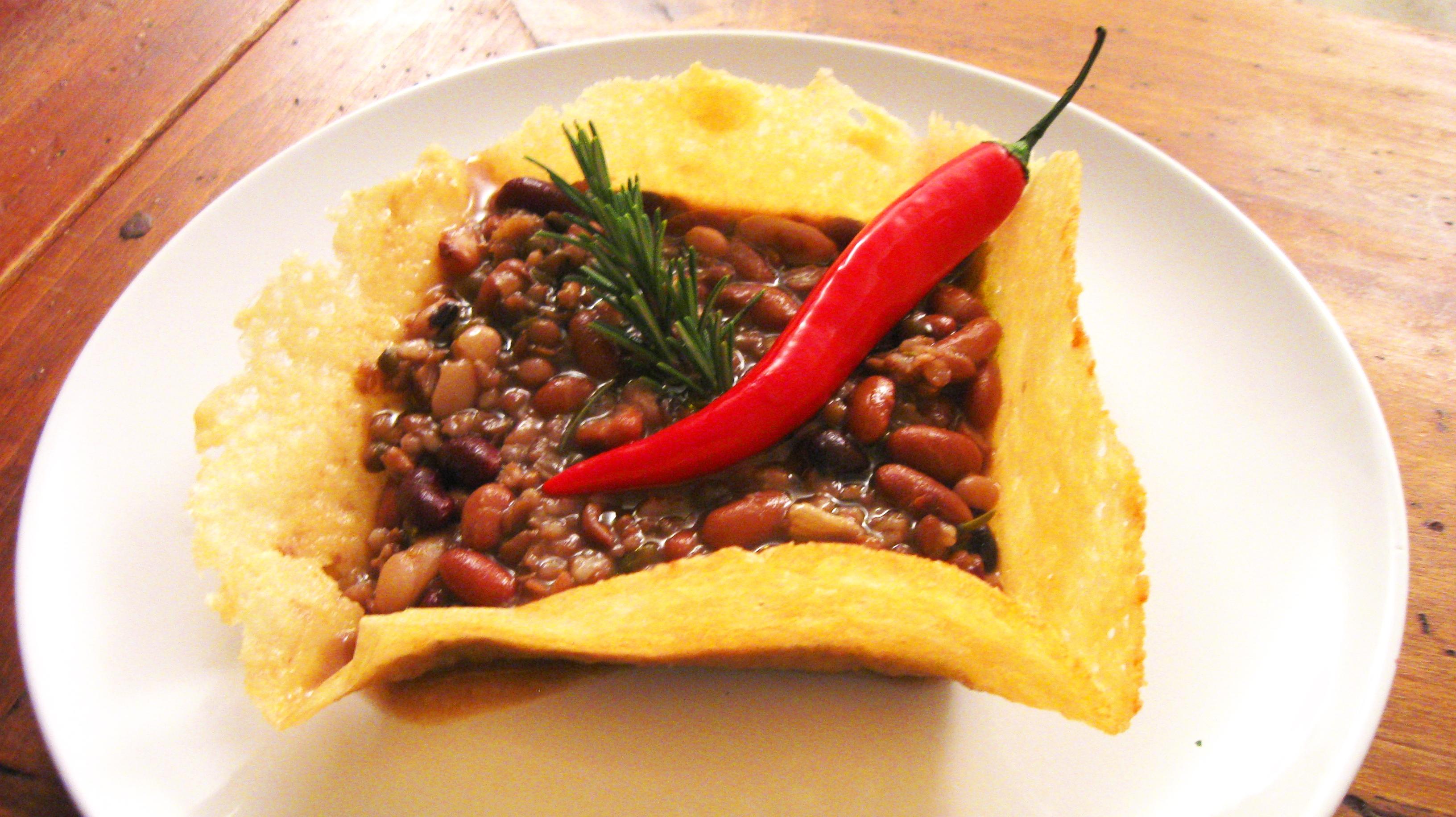 Zuppa di legumi e cereali piccante